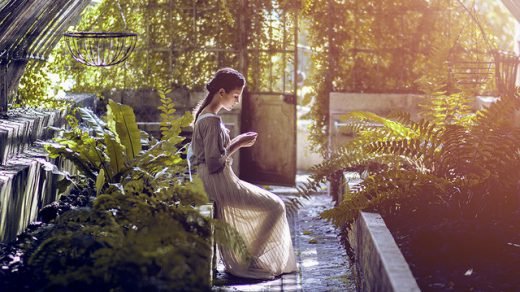 Фотография на Мелания Бреша - момиче в оранжерия